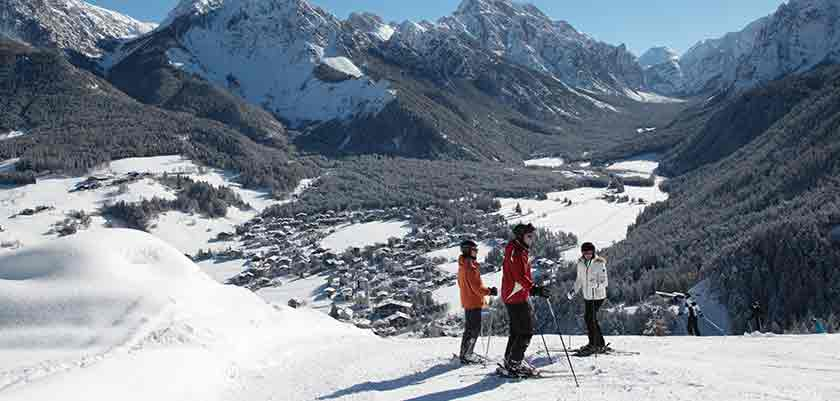 Italy_The-Dolomites-Ski-Area_Kronplatz_Mountain-view-skiers.jpg